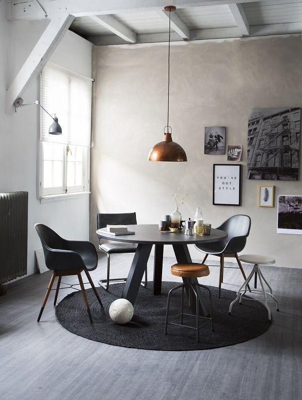 karwei in combinatie met koperen en lederen meubelen en accessoires geef je een zwart