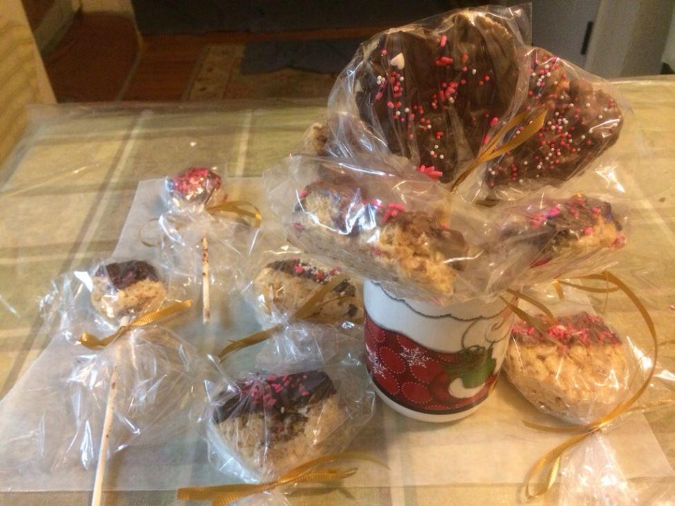 DIY Rice Crispy treats Hearts! For Valentine's Day. www.thetalkingpencil.com
