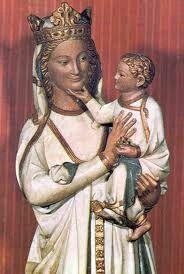 Virgen Blanca, escultura tallada en marfil, situada en el coro de la catedral de Toledo.