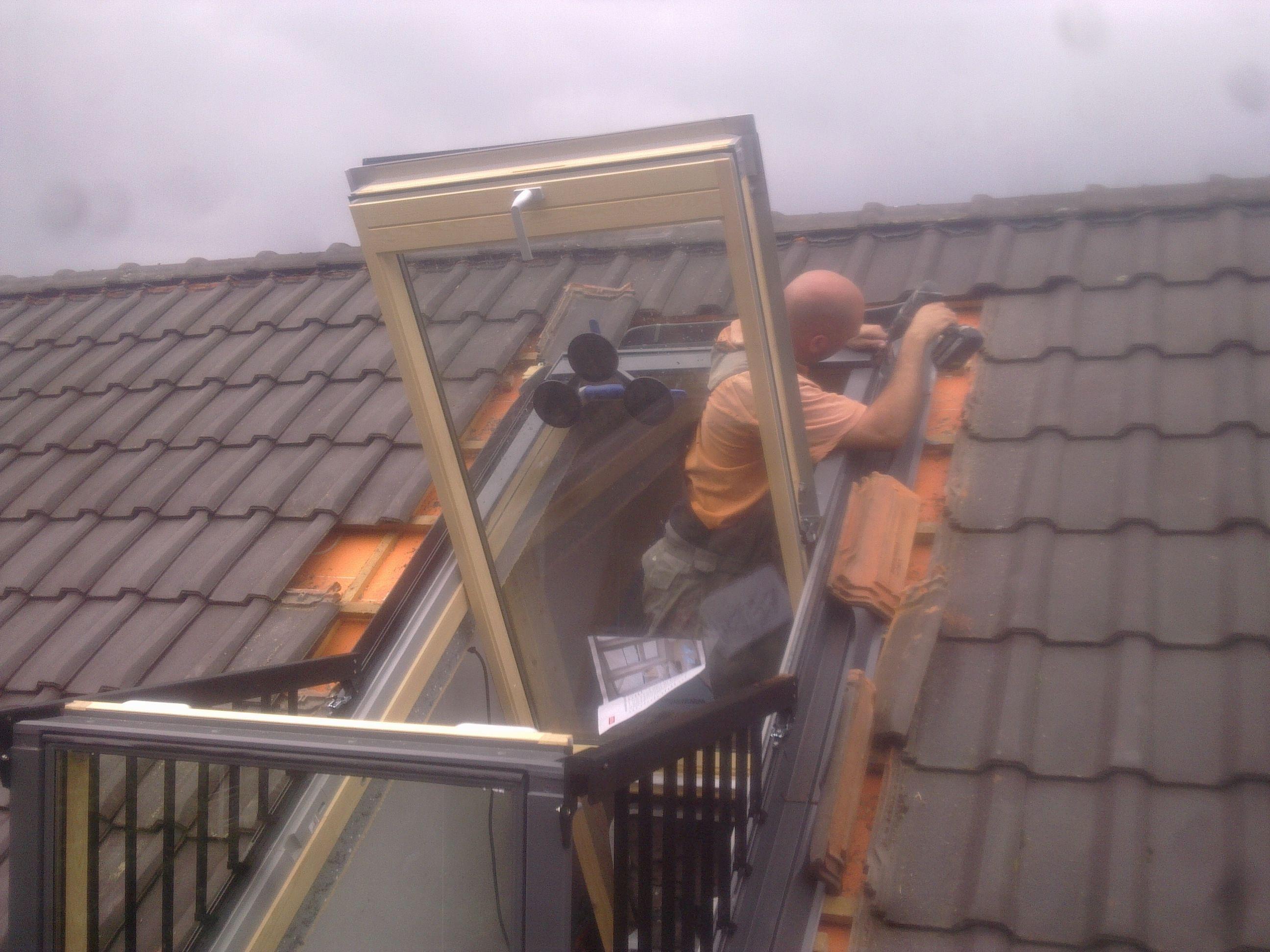 VELUX Cabrio balkon dakraam plaatsen, meer info www.DAKDIDAK.nl ...