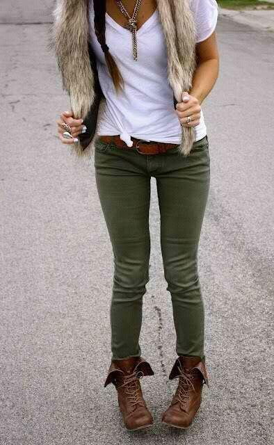 df0c99252a649 Grüne Hose, braune Boots und Felljacke | Mode | Grüne hose ...