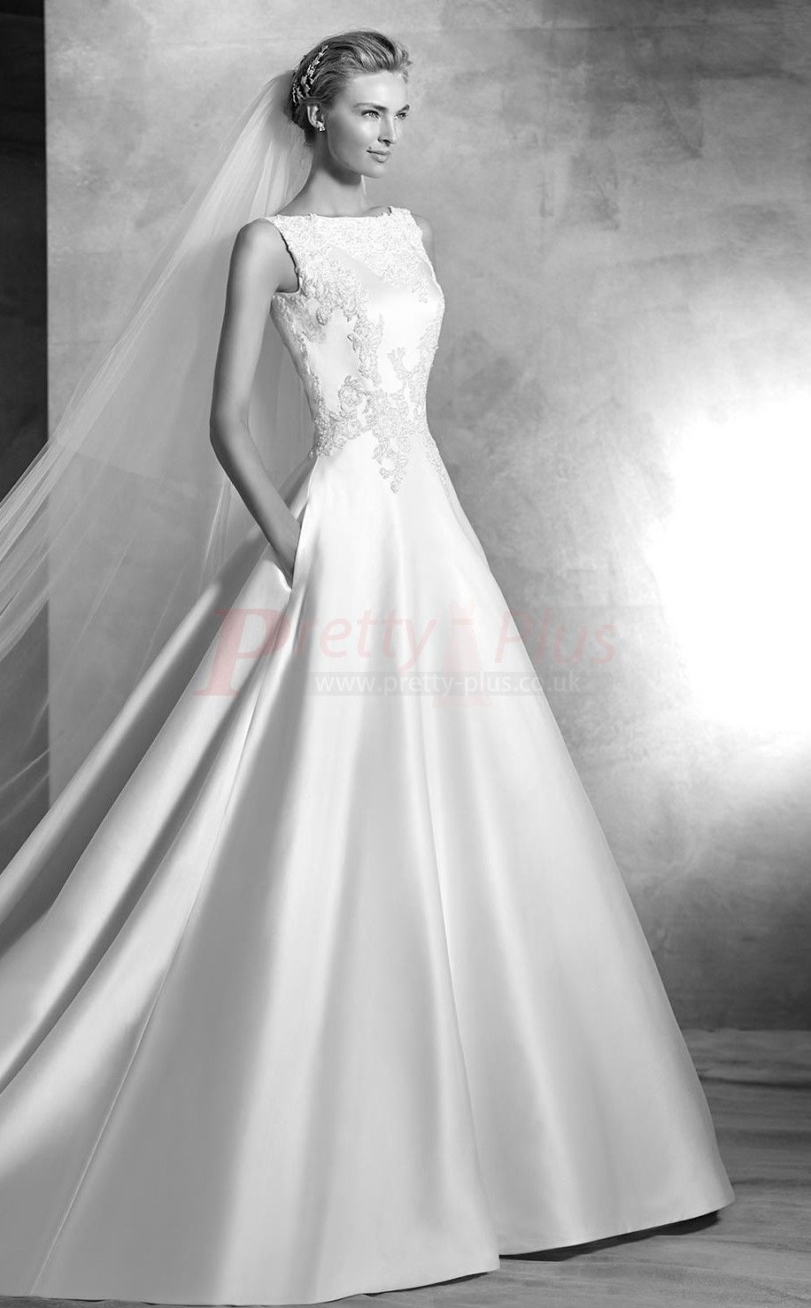 2017 style chapel train low back boat neck ball gown for Wedding dress neckline styles