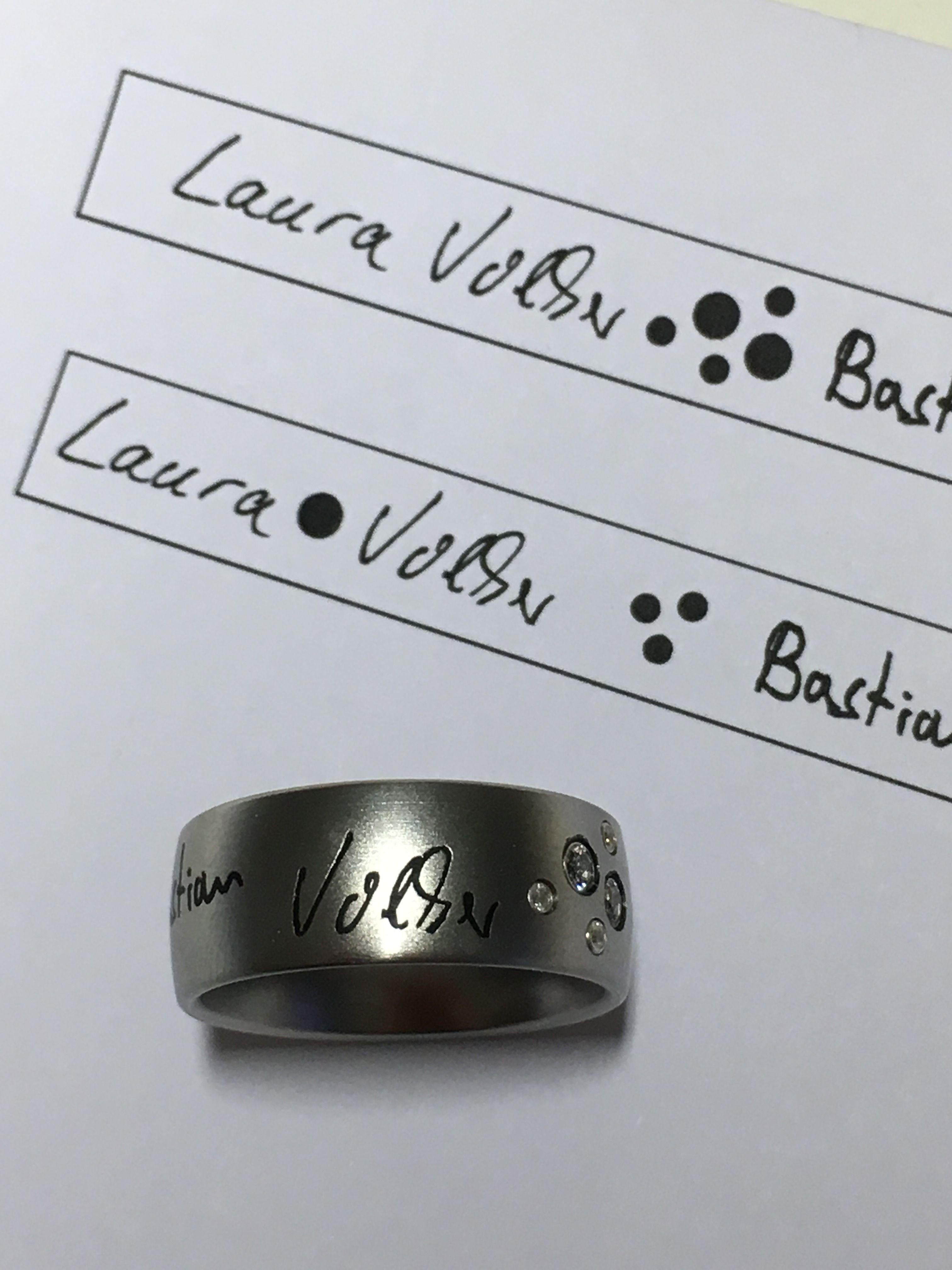 Edelstahl-Gliederarmband mit Namen in Lasergravur Laura