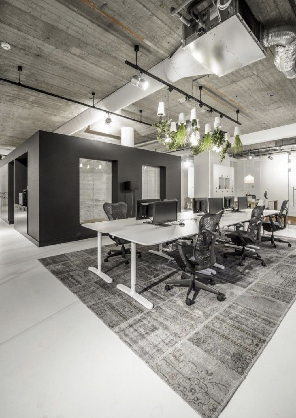 25 Gorgeous Modern Industrial Office Spaces Custom Table Top