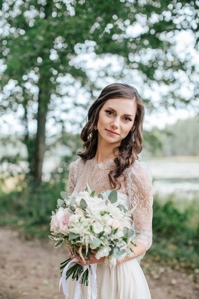 A handmade wedding dress for a woodland-themed wedding | fabmood.com