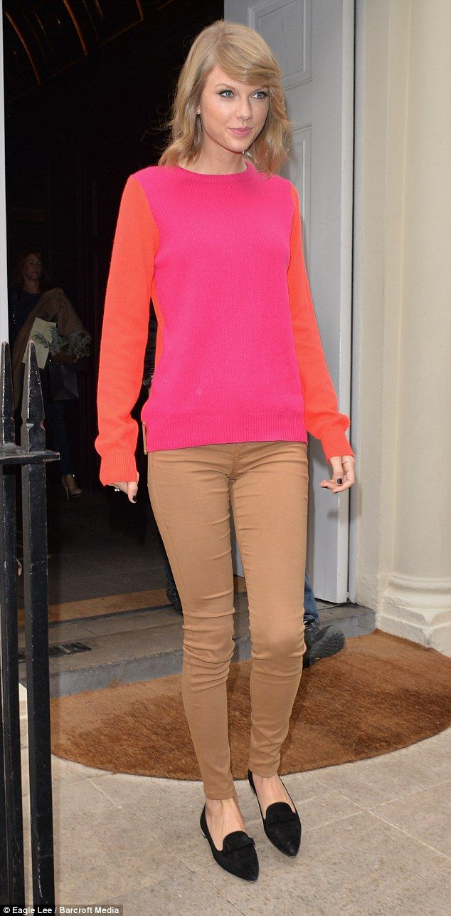 Taylor Swift goes bold in attention-grabbing colour block jumper ...
