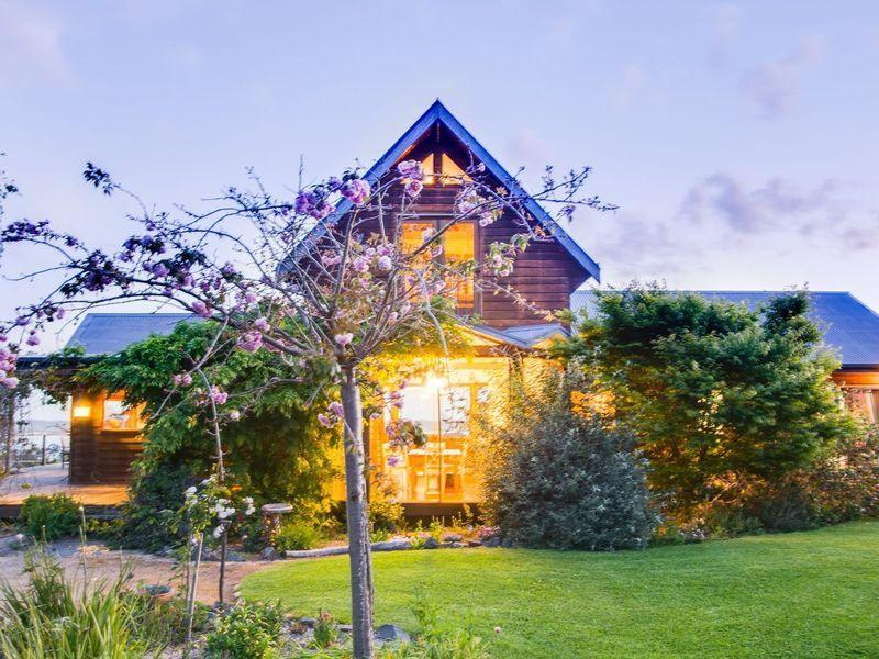 Best Corringle Beach Retreat The Loft A Lakes Entrance House 400 x 300