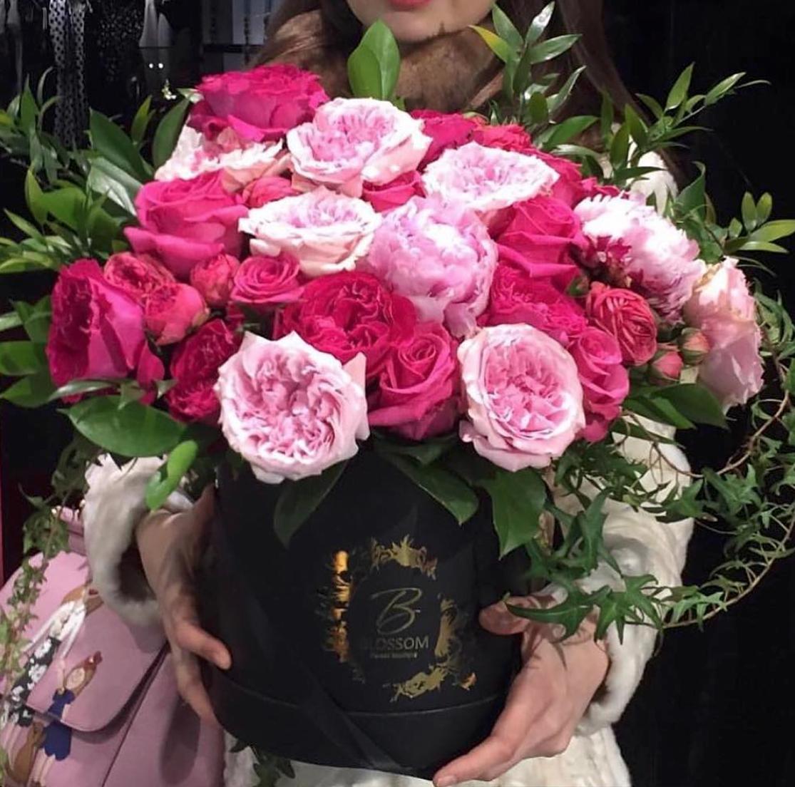 Blooming garden roses Blossom for Dolce&Gabbana Blossom
