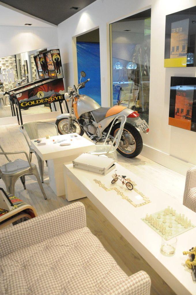 Sala de Jogos : Salas de estar industriais por Renata Amado Arquitetura de Interiores