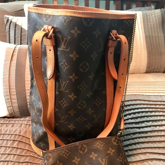 7b8fee0a0f Louis Vuitton large GM monogram Bucket bag Excellent condition! Minimally  used. Inside 2 small