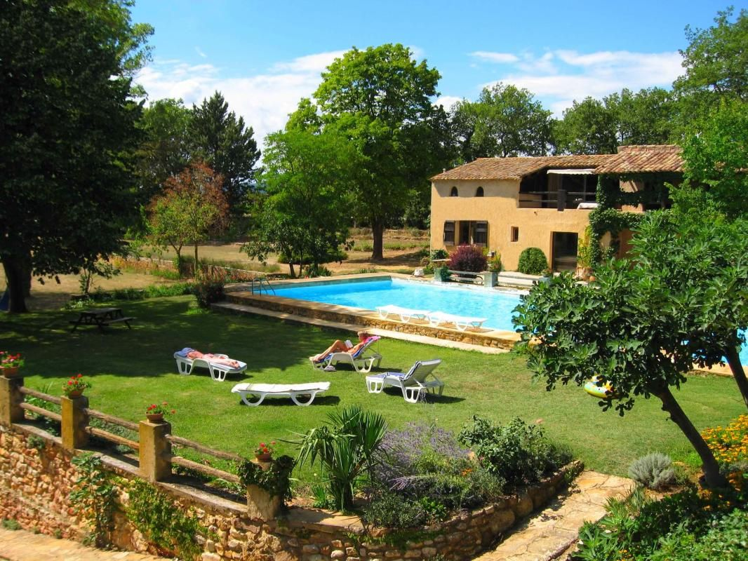 beautiful cottage with pool, near avignon.800euro