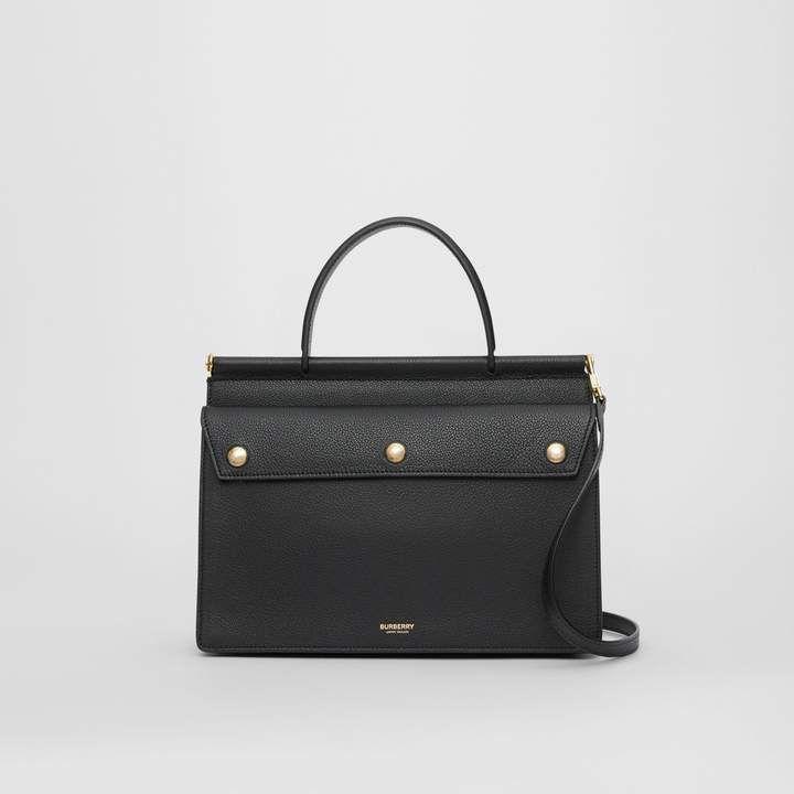 Bolso pequeño de cuero con detalle de bolsillo en negro – Mujer | Burberry Estados Unidos