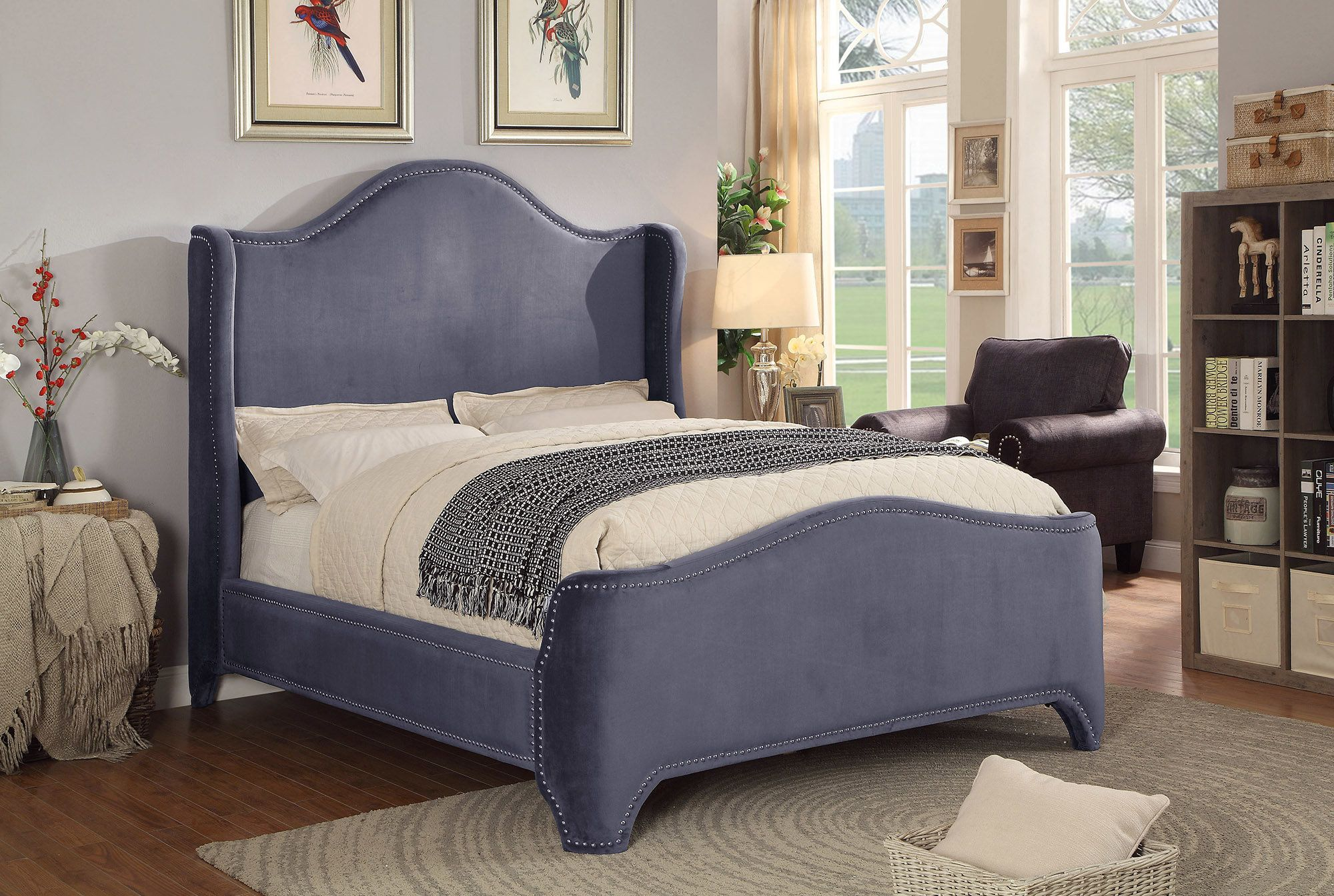 Brentley Velvet Queen Upholstered Platform Bed Products