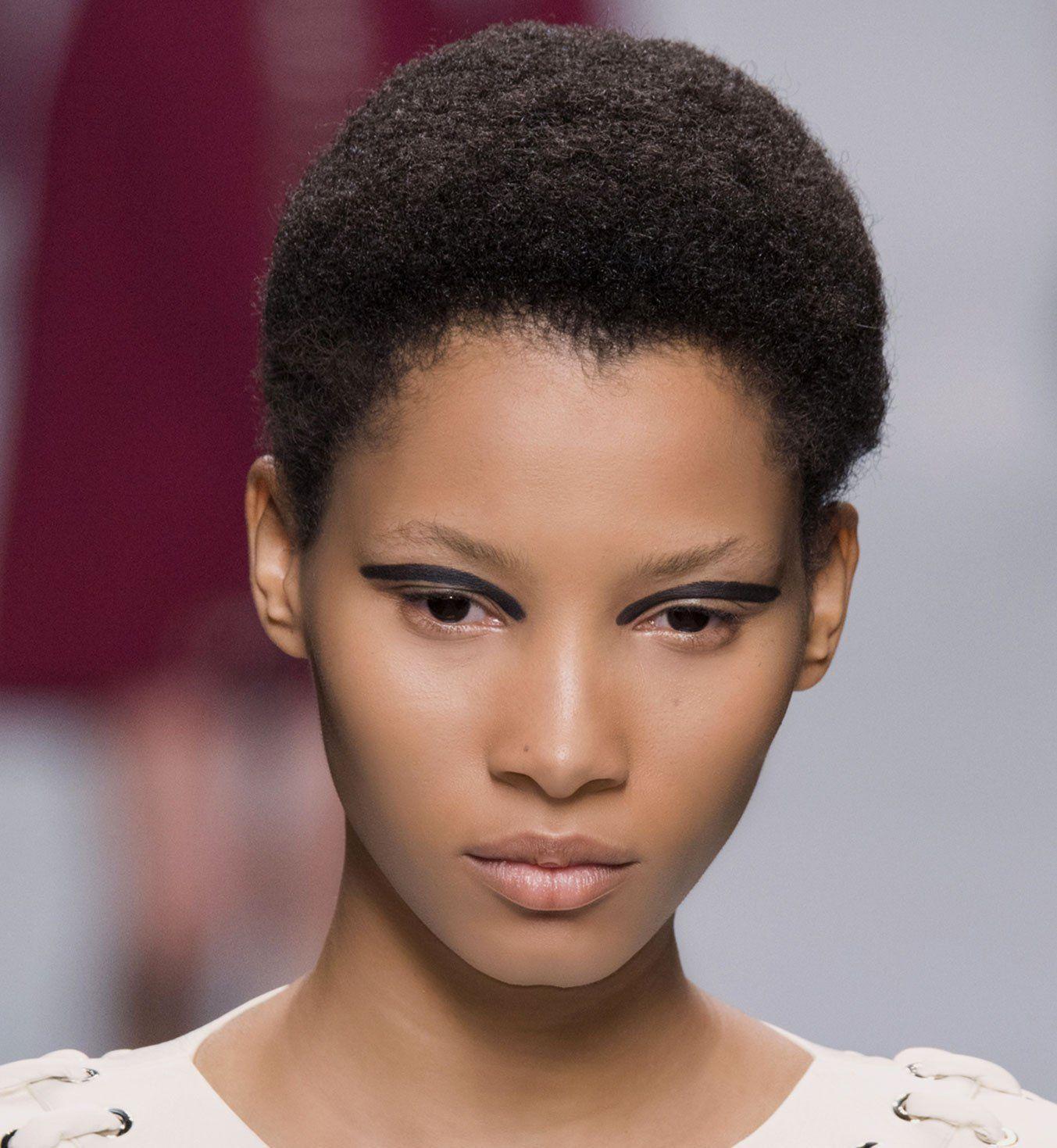 coupe courte afro d fil fendi chevelure coiffure pinterest cheveux cheveux courts afro. Black Bedroom Furniture Sets. Home Design Ideas