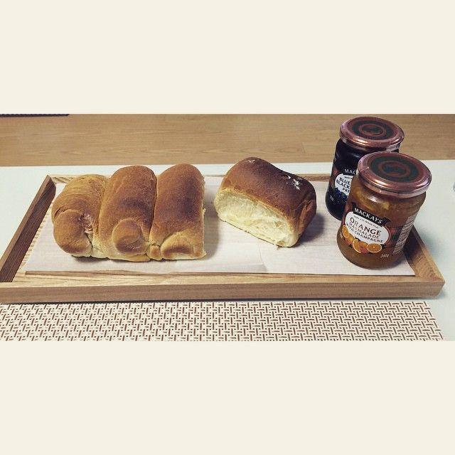 차승원이 빵만드는거 보고 삘받아서 난생처음 야매로 식빵 만들어봤당 ㅋㅋㅋㅋㅋㅋ 만들어지네 신기방기 #식빵#홈베이킹#우유식빵#빵스타그램#빵#맥케이잼#오렌지마멀레이드#mackays#잼#먹스타그램 #맛스타그램#삼시세끼빵#홈메이드#신혼#꿀잼#야매요리#baking#bread#InstaSize