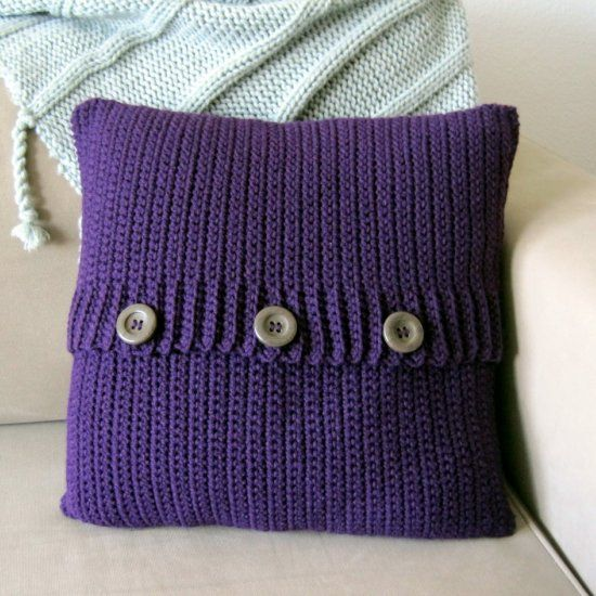 Make this crochet button pillow using a free and easy pattern ...