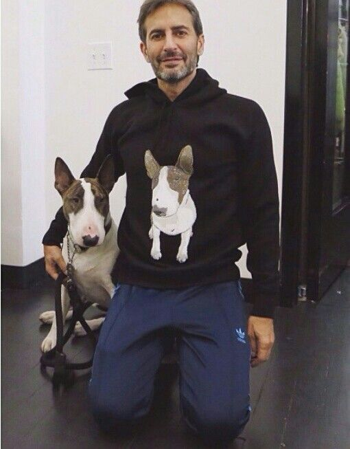 Marc Jacobs and his bull terrier sweatshirt! So cute!
