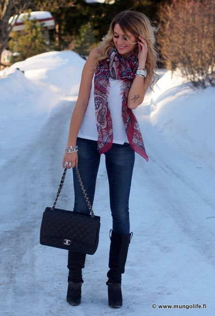 The look:  sleeveless white t, blue jeans, black boots and a colorful scarf.