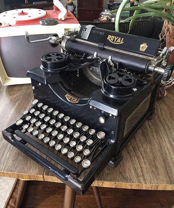 Beautiful Antique Royal 10 Typewriter With Beveled Glass Side Panels And Glass Keys Working Typewriter Panel Siding Antiques