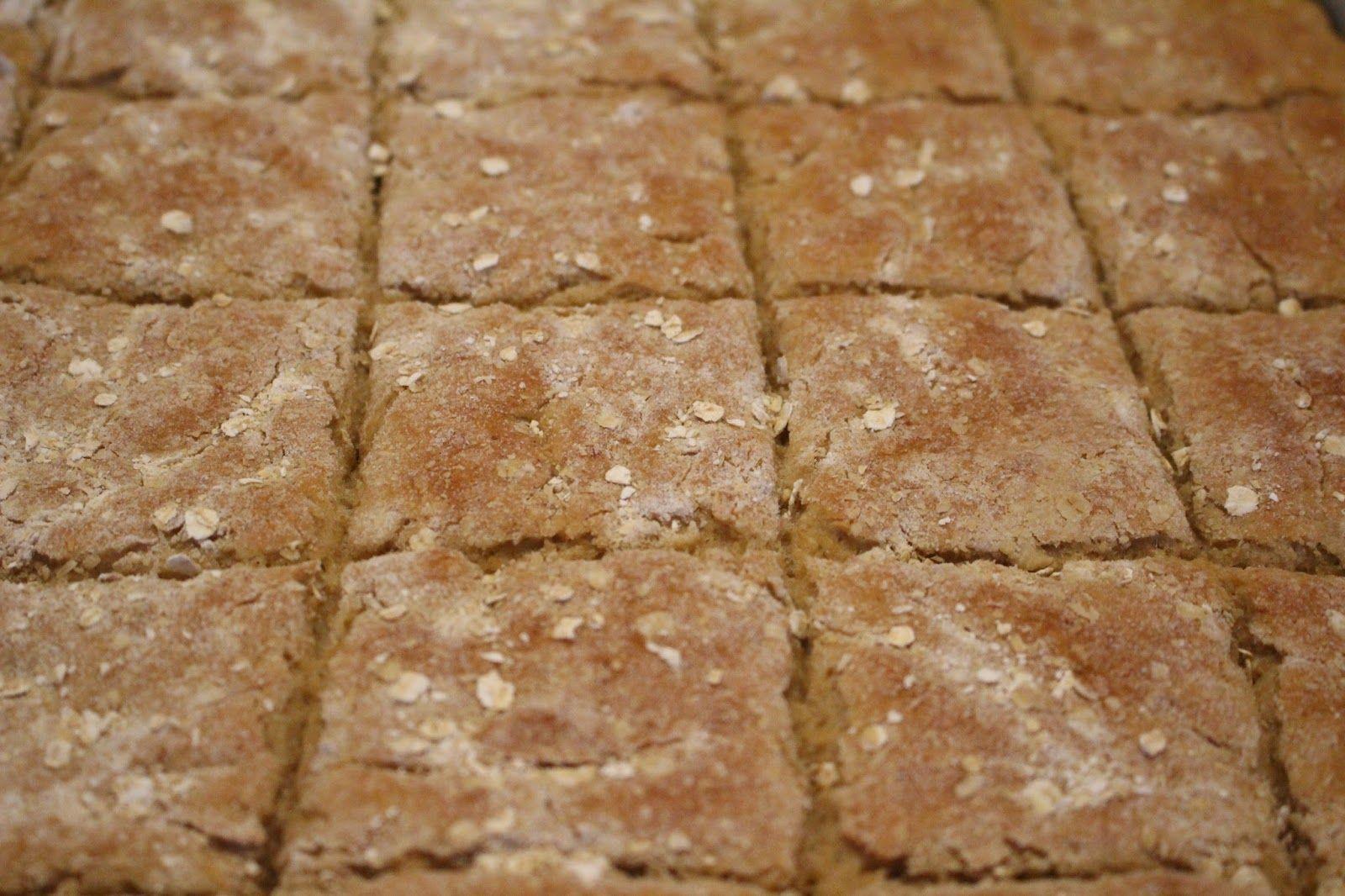Gluteeniton leipä on ollut minulle aina vähän haastavaa saada onnistumaan. Olin yllättynyt, miten hyvin nämä kauraleipäset o...