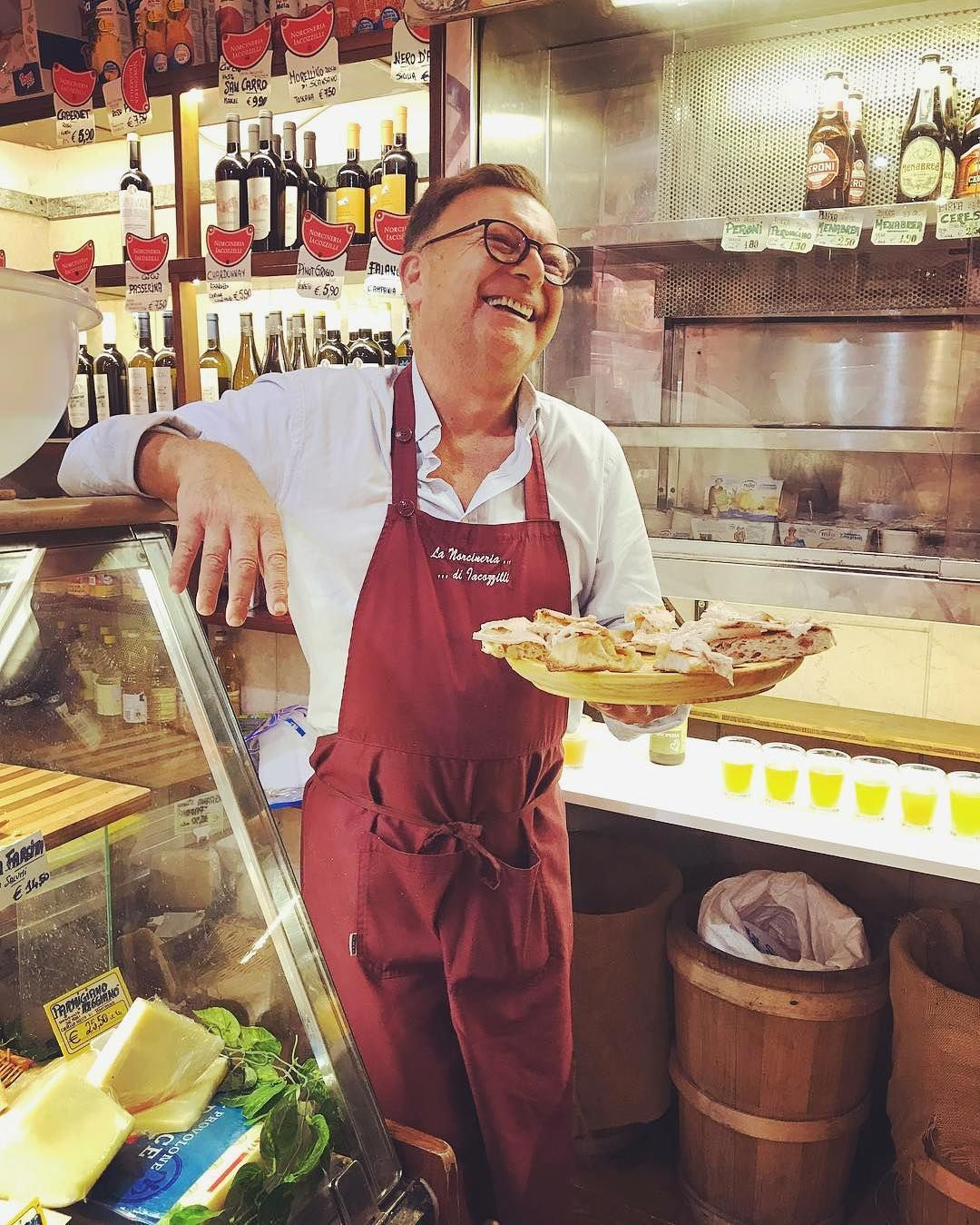 Piero With The Best Porchetta In Rome We Serve It On A Piece Of Warm Pizza Bianca Try It For Yourselves On Our Trastevere Food Tou Food Tours Trastevere Rome