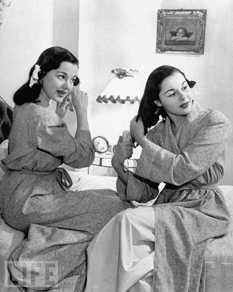 Countess Consuelo Crespi and Twin sister Gloria Schiff