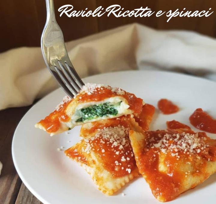 Ricetta X Ravioli Ricotta E Spinaci.Ravioli Ripieni Di Ricotta E Spinaci Bimby Primo Piatto Ricetta Ricotta Idee Alimentari Ricette