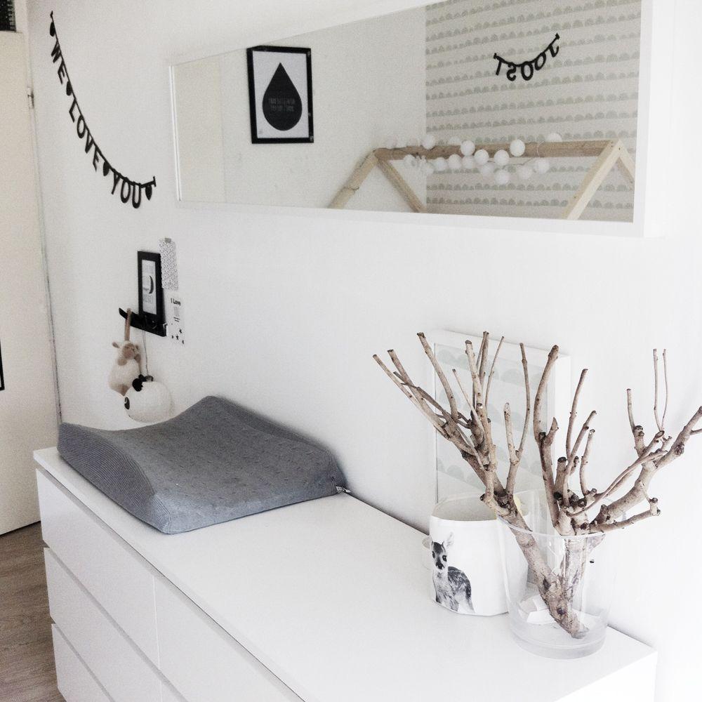 Binnenkijken bij joost zwart wit en hout lieve uni kids pinterest babies nursery and room - Bed bebe scandinavische ...