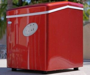 You should be able to enjoy a cold drink wherever you're traveling. Are you planning on going camping this summer? Do you travel to Burning Man in an RV or do you take a sailboat out for a cruise this summer? If so, this portable icemaker will be useful. It's red and can make up to 28 pounds of ice per day.