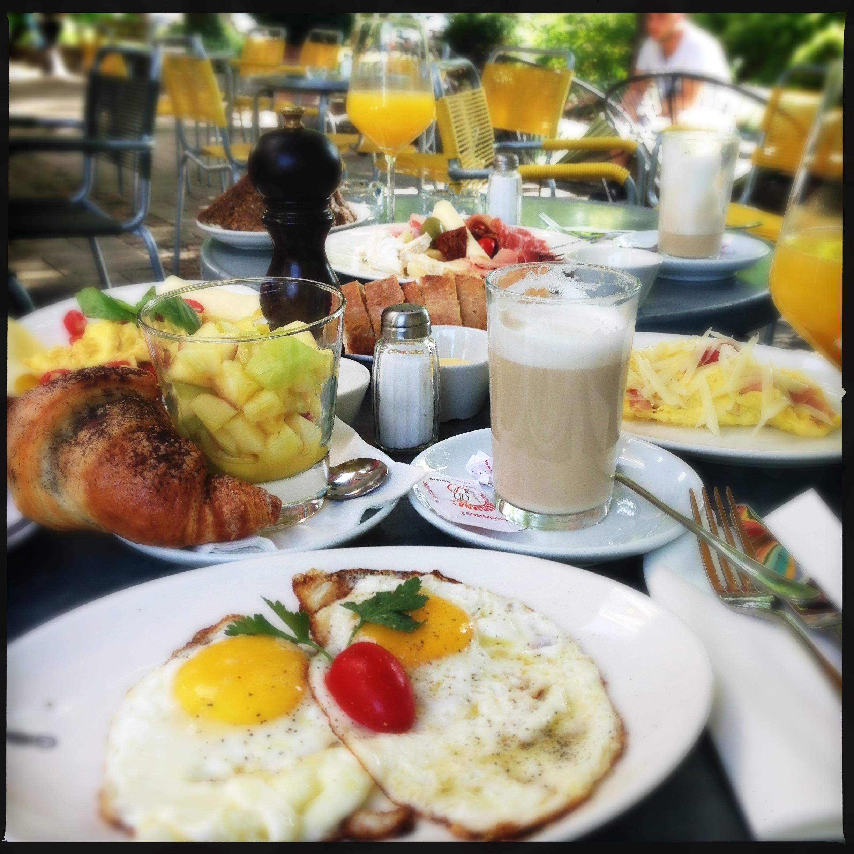 Frühstück in der Bar Giornale in München. Lust Restaurants zu testen ...