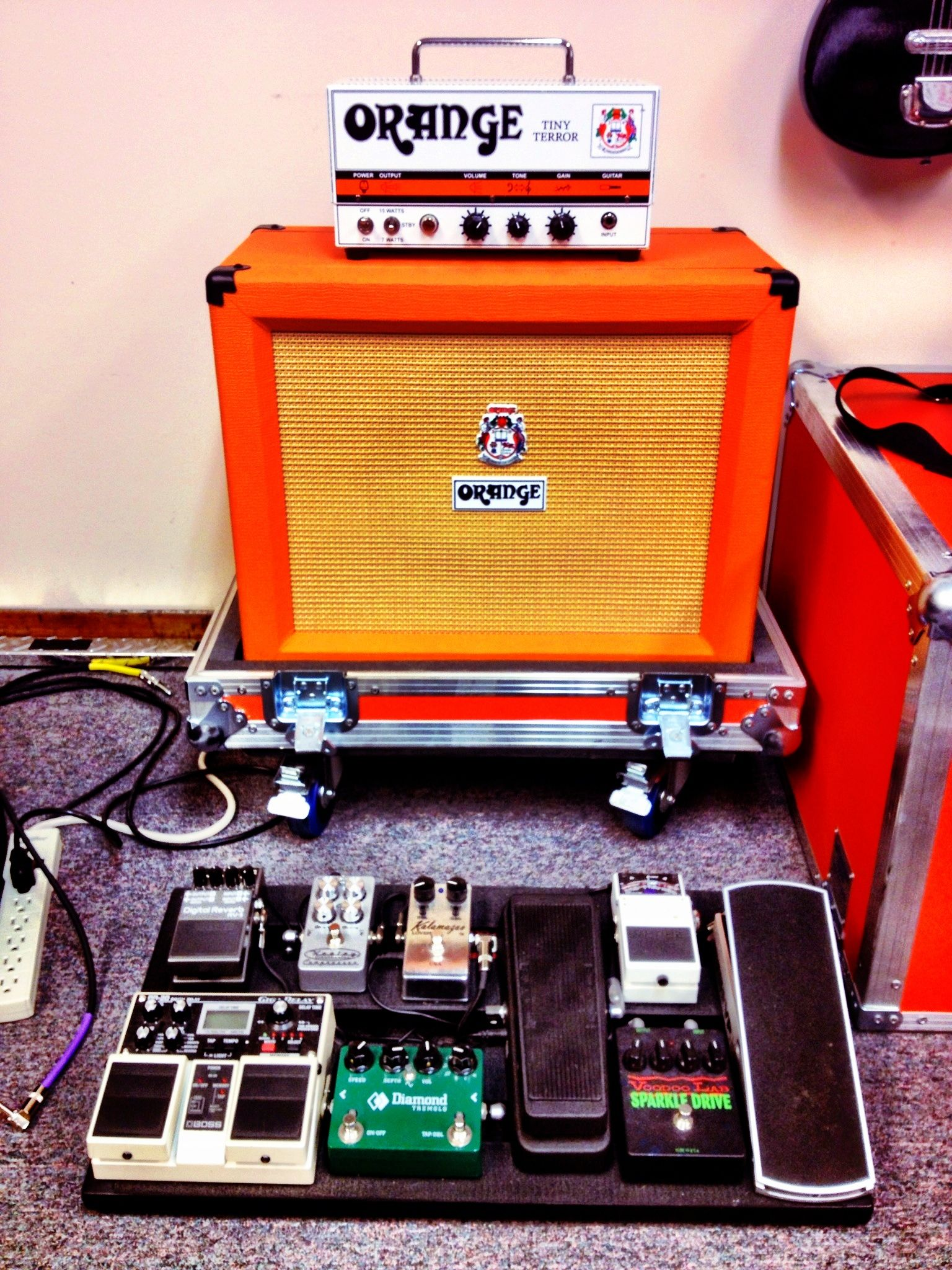 orange amp and pedalboard music pedalboard guitar pedals guitar amp. Black Bedroom Furniture Sets. Home Design Ideas