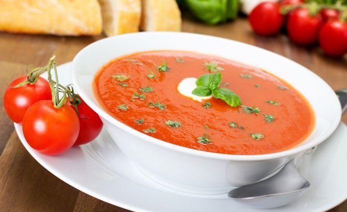 Tomatensuppe-mit-Salbeinock