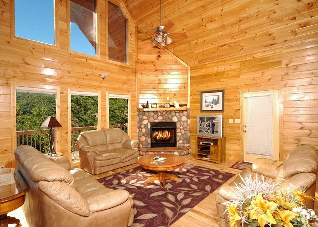redneck ritz 724 this large cabin has 7 bedrooms perfect for your rh pinterest com