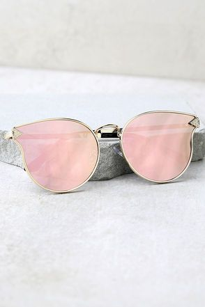 Have we mentioned lately just how good you will look in the By the Way Rose Gold and Pink Mirrored Sunglasses?! Metal rose gold frames shine with retro appeal across a slightly flared shape, with arrow accents. Pink mirrored lenses.