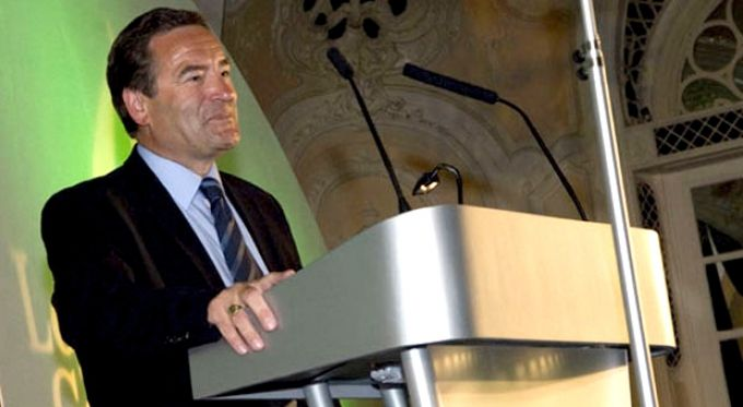 Jeff Stelling: Sky Sports Commentator & TV Presenter  http://champions-speakers.co.uk/speakers/football-sports/jeff-stelling