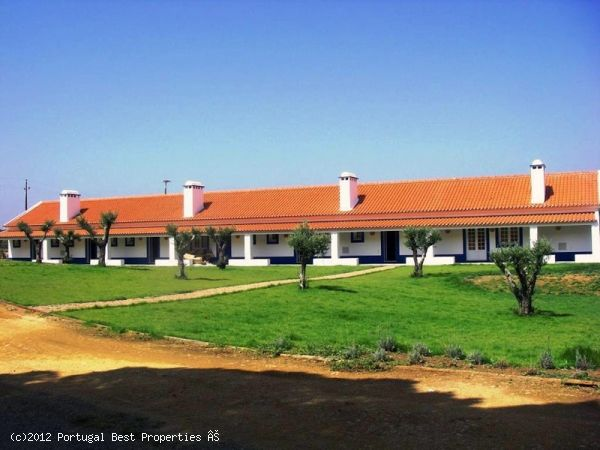 Tourist accommodation with pool in Álcacer do Sal, Alentejo, Portugal - Tourist accommodation in rural area, inserted in a farm with 194 ha of pines, oaks and orange gardens. 10 bedrooms and one suite + 2 apartments. Meeting room with multimedia support equipment. Store with articles of the region, playground, outdoor pool with solarium area. - http://www.portugalbestproperties.com/component/option,com_iproperty/Itemid,16/id,1230/lang,en/view,property/#