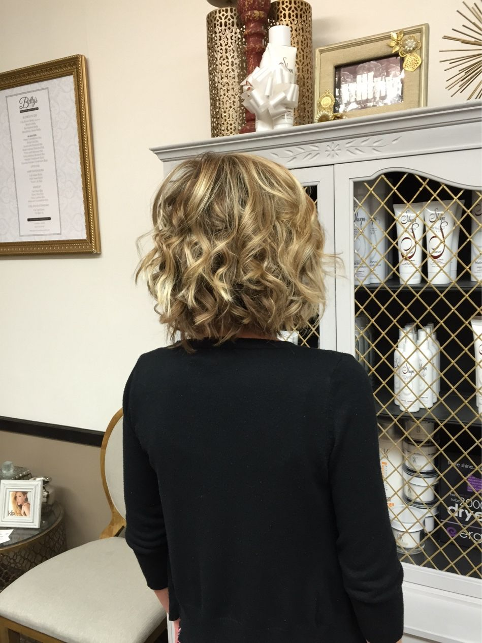 Monday Is The Perfect Day For This #Gorgeous #BeachyBetty Created @bettysblowdryandbeautybar Looks Great On Any #Hair Length! #bettys #blowouts #blowoutbars #lombard #keratintreatments #klixhairextensions #makeup #brows #lashextensions #shugahairproducts #gkhairproducts #ergohairtools