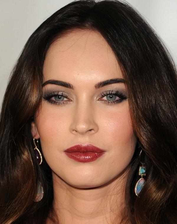 Megan Fox's Classy Make-Up: Grey Shadow, Light Pink Blush, Red/Maroon Lips.
