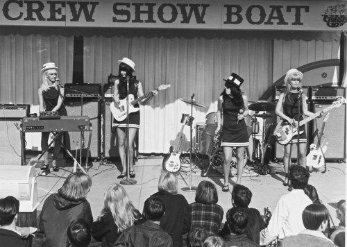 Pleasure Seekers What A Way To Die Https Www Garage Rock Radio Com Pleasure Seekers What A Way To Die Html Pleasure Seeker Rock Radio Show Boat