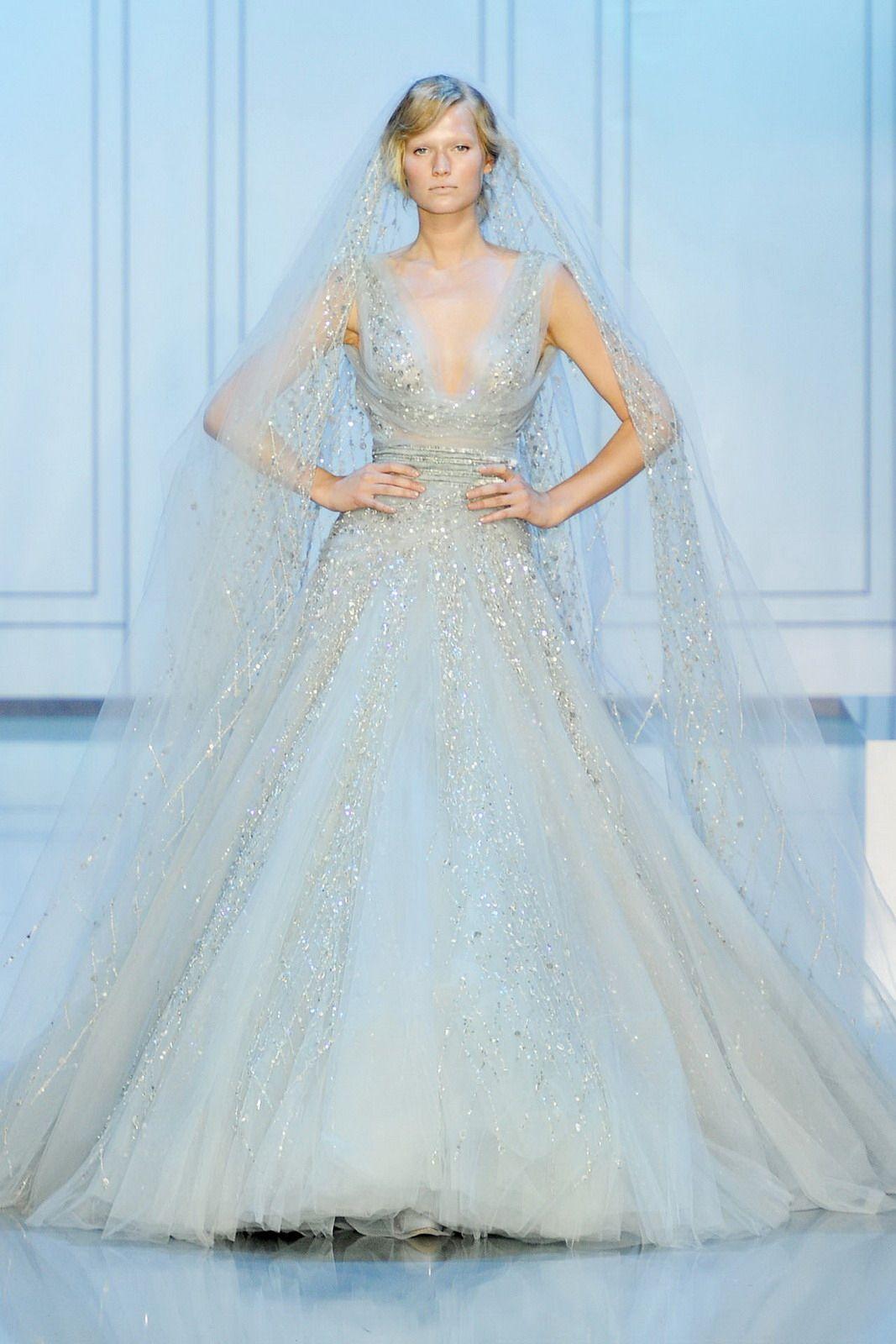 Elie Saab debütiert mit der Braut Online 2017