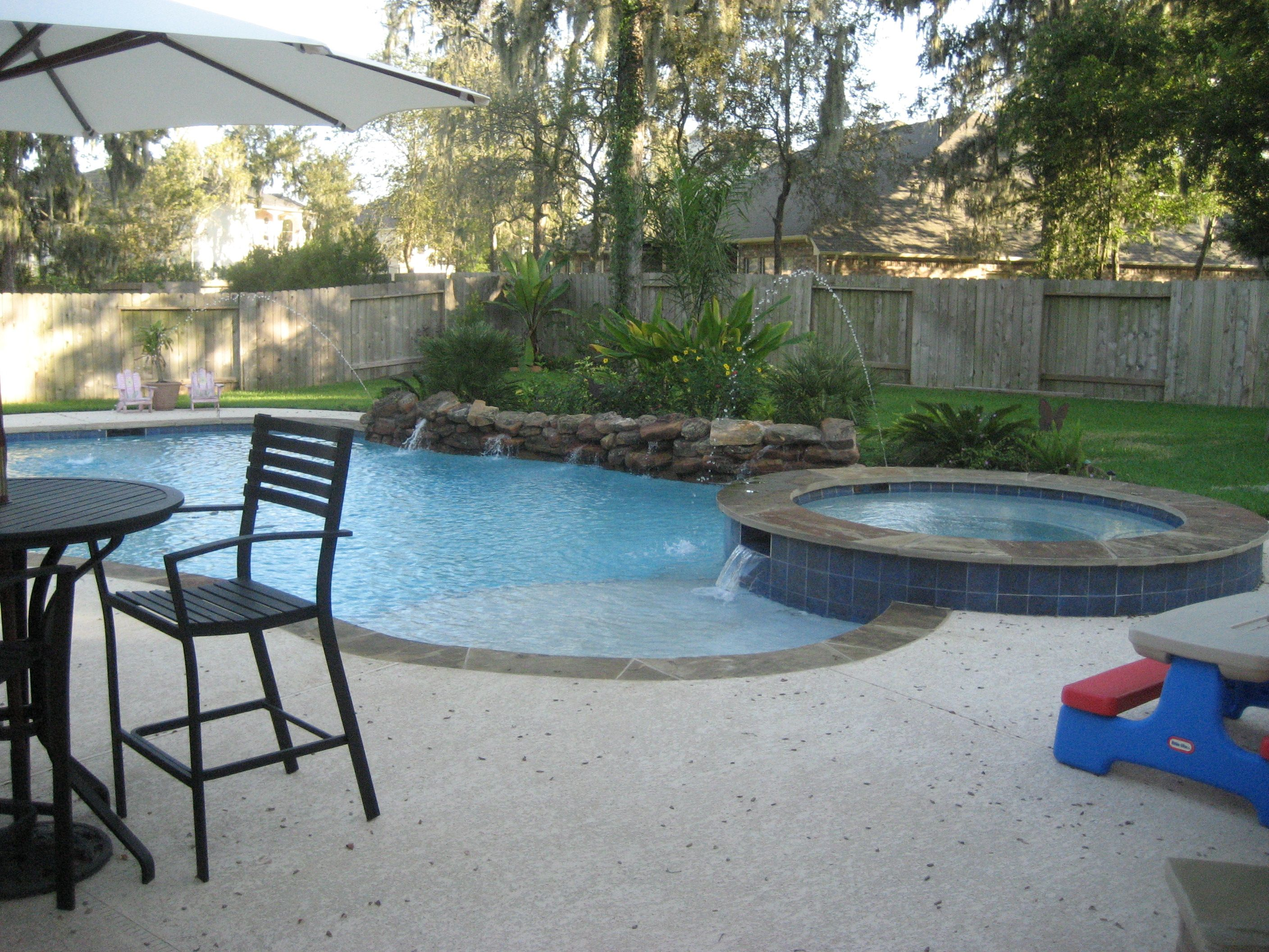 Small back yard pools with spas tubs and pools free for Swimming pool spa designs