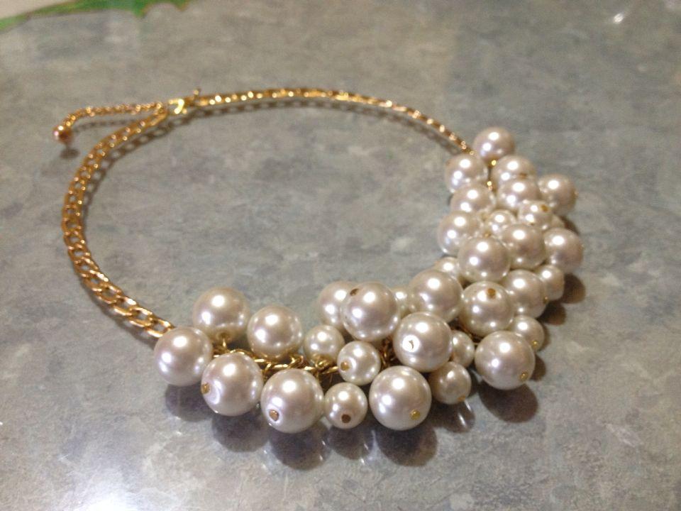 Cadena en color oro, con detalle de perlas. Muy lindo y elegante!!