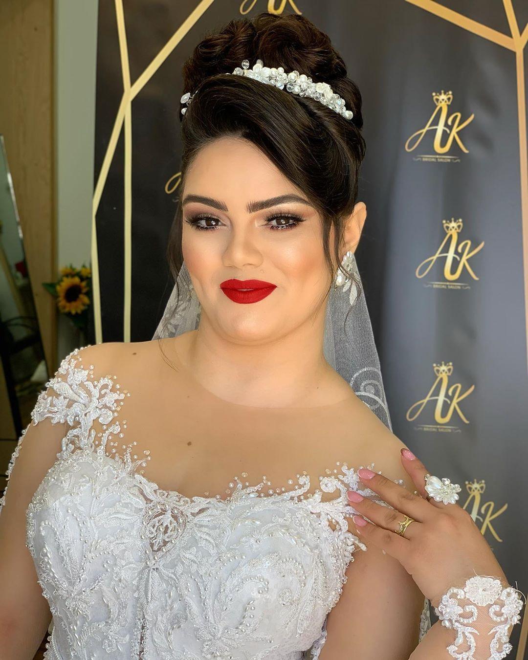 الف مبروك لعروستنا سماح من نحف Smah Saeed Alaahairstyles Makeuptutorial Makeup Makeupartist Makeupkorea Hairst In 2020 Fashion Crown Jewelry Crown