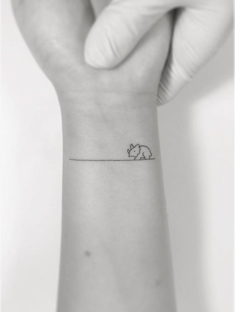 50 Minitatuajes Que Casi No Sentiras La Aguja Tatuajes Minimalistas Tatuajes De Dinosaurios Tatuajes Bonitos Pequenos