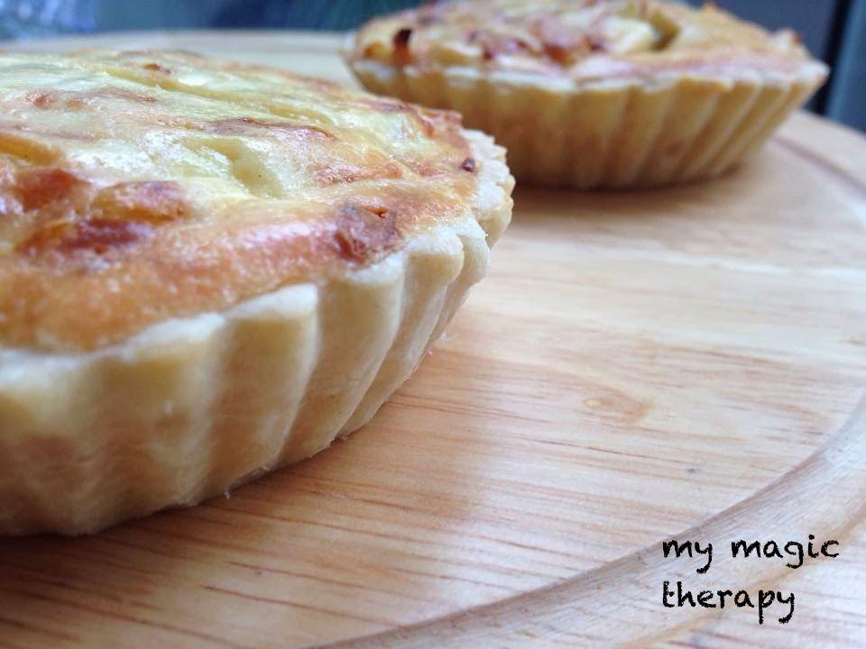 Estas tartaletas me encantan tienen un sabor estupendo a cebolla y queso y luego la masa brisa tan crujiente le dan un toque buenísimo...
