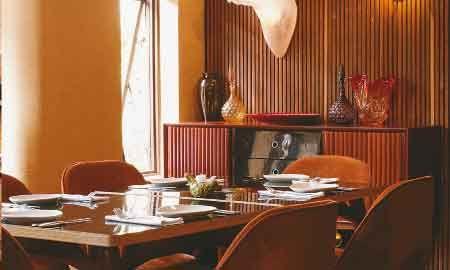 Magnolio con una gama de colores vivos y una decoraci n for Gama de colores vivos