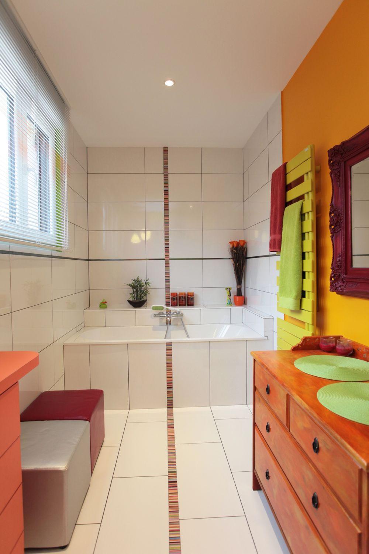 voici un exemple color dune salle de bains spcialement amnage pour des enfants par - Salle De Bains Coloree