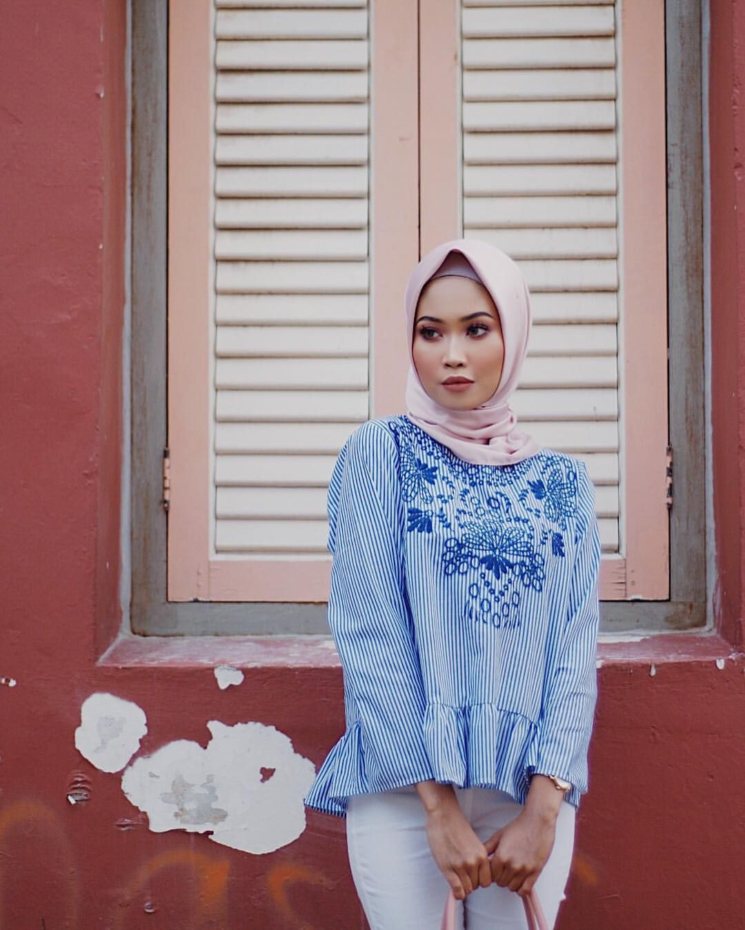 """1,105 Likes, 2 Comments - Sofia Arissa Arman (@sofiaarissa.a) on Instagram: """"I know I posted an ootd shot with this shawl and top before but it's my favourite top and I also do…"""""""