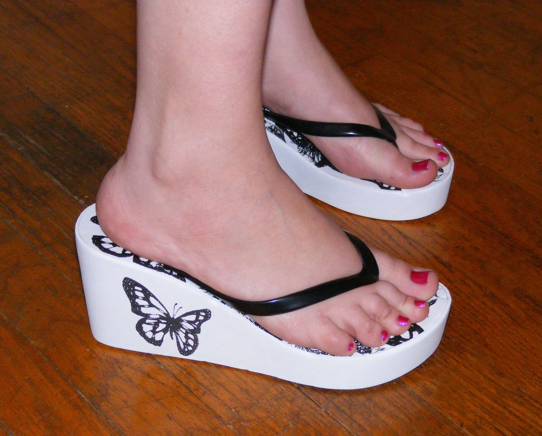 e83c99bc25f2 women thong sandals plataform | PRETTY FEET in 2019 | Sandals, Shoes ...