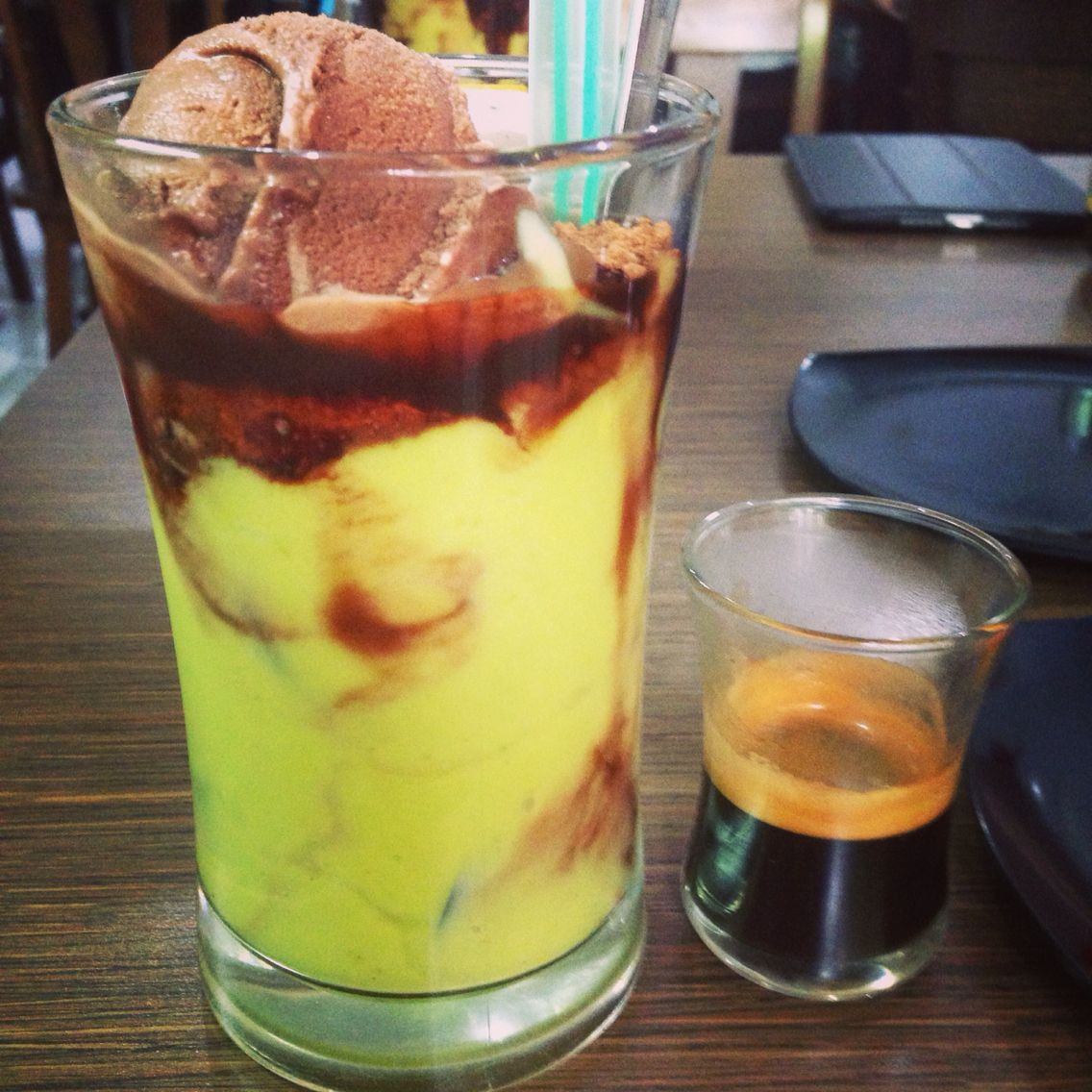 Avocado Coffee Float Macehat Medan Kopi